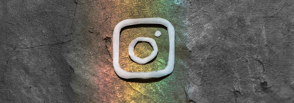 Photo du logo instagram revisité avec des couleurs arc-en-ciel